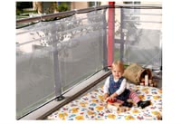 Reer Balcony protection net - The Reer balcony net prevents your darling from throwing objects off the balcony or sticking his little head through the railing