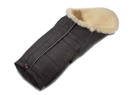 Hartan Sheepskin foot muff - The Hartan lamb skin foot muff is the perfect accompanist in cold days. It offers your sweetheart a warmly and cozy feeling.