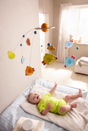 Haba mobile Little birds - Haba mobile Little birds – This mobile is a cute decoration for your baby's room.
