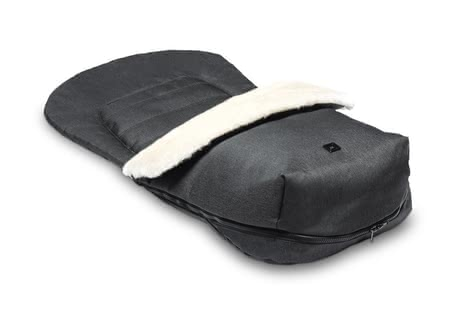 Moon Footmuff with fur insert - * The footmuff with fur insert by Moon will warm your little one during the cold season.</ul