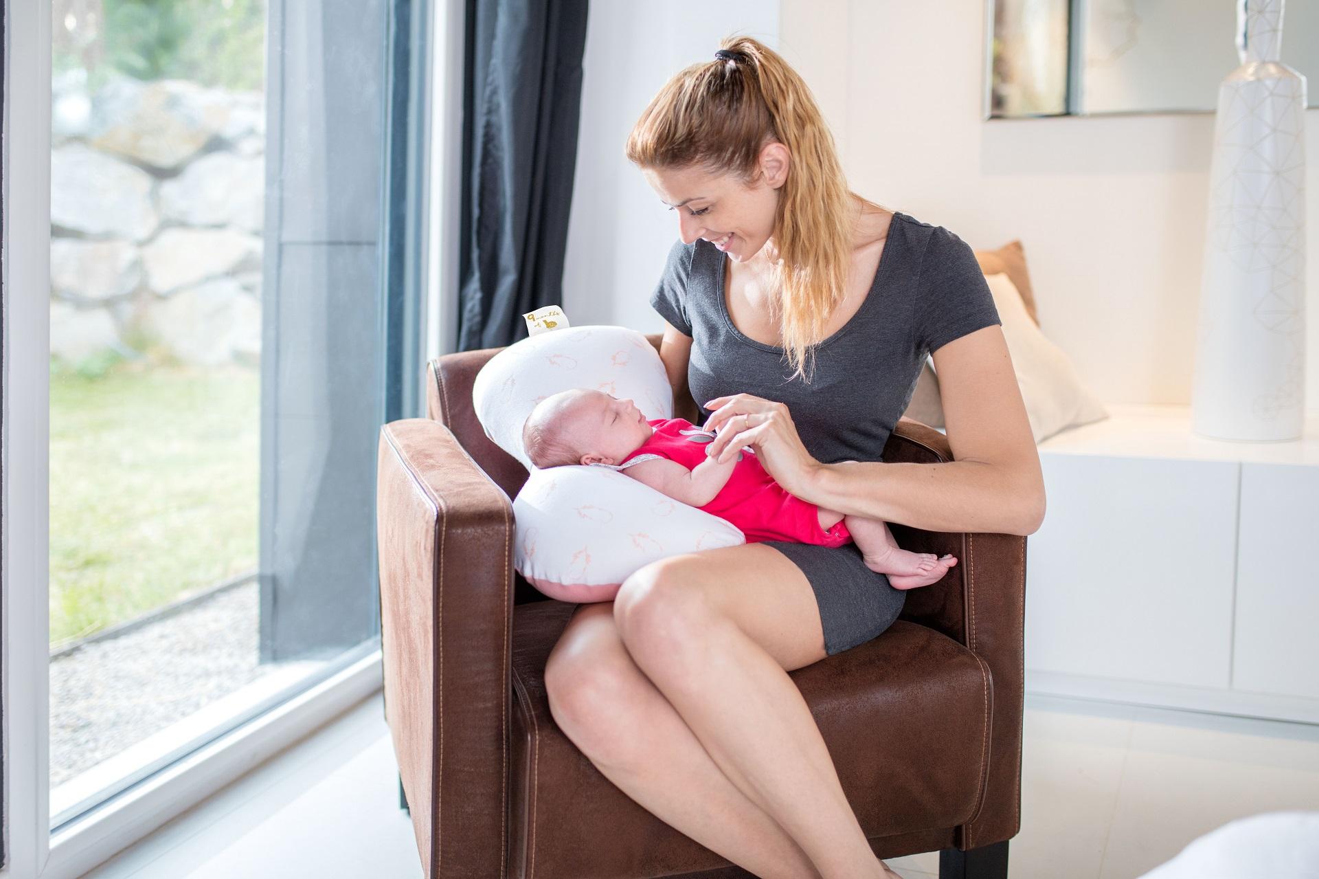 babymoov enveloppe de coussin d 39 allaitement mum b pinky. Black Bedroom Furniture Sets. Home Design Ideas